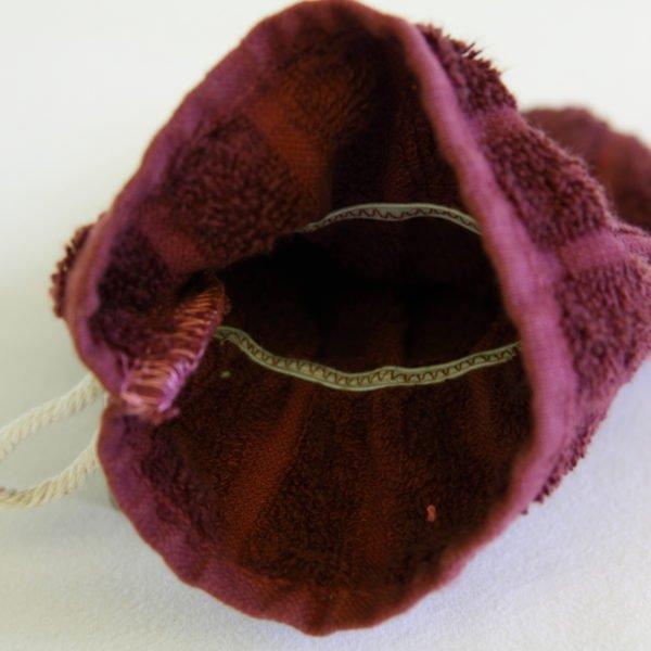 Débarbouillette ou gants de toilette enfant élastiqué taille 6 - 10 ans aubergine, détail élastique