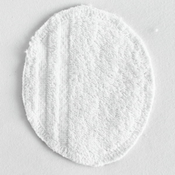 Disque à démaquiller ovale, réutilisable et zéro déchet, tissu noir imprimé géométriques et éponge blanche