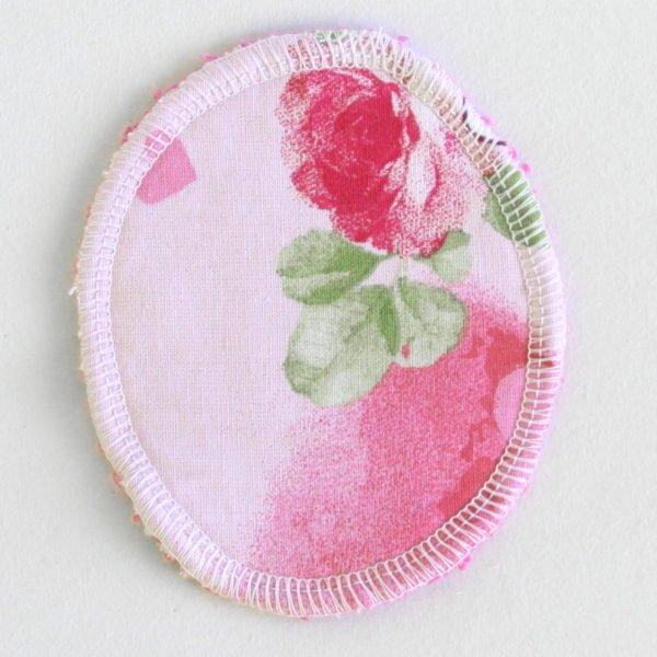 Disque à démaquiller ovale, lavable et zéro déchet, tissu rose imprimé rose et éponge rose