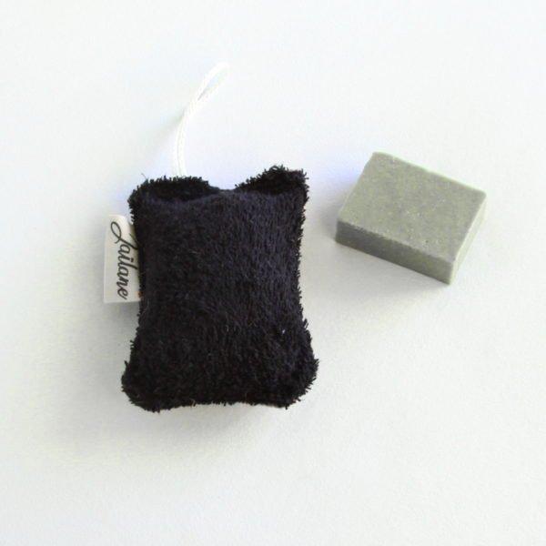 Éponge lavable zéro déchet en éponge noire et toile de jute naturelle