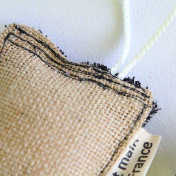 Éponge durable zéro déchet éponge noire et toile de jute