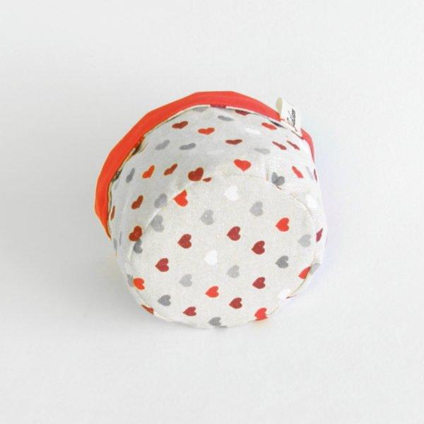 Panière ronde en tissu zéro déchet petits coeur rouges et gris sur fond beige à paillettes