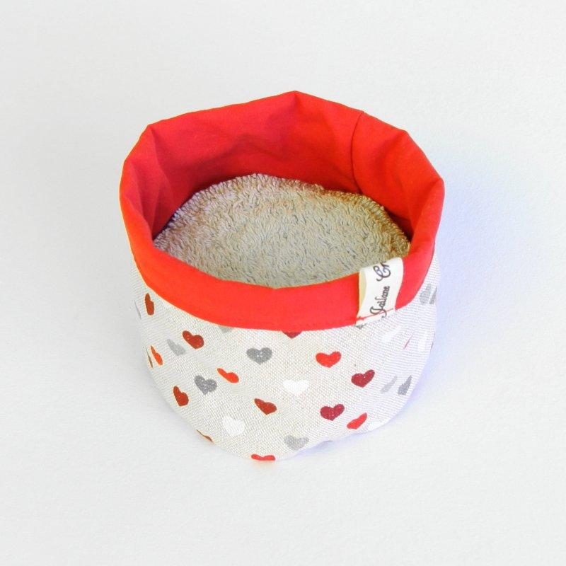 Panière en tissu zéro déchet petits coeur rouges et gris sur fond beige à paillettes