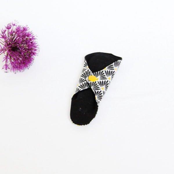 Protège string lavable zéro déchet noir éventail noir et doré pression jaune