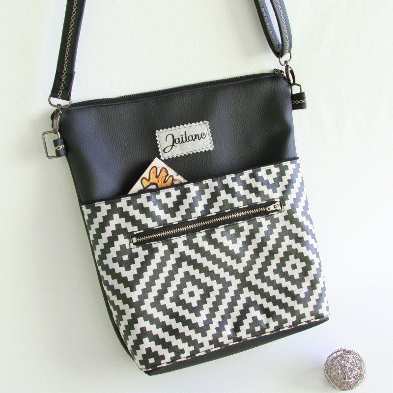 Ernestyne, le sac bandoulière transformable en sac à dos, avec une grande poche extérieur à l'avant