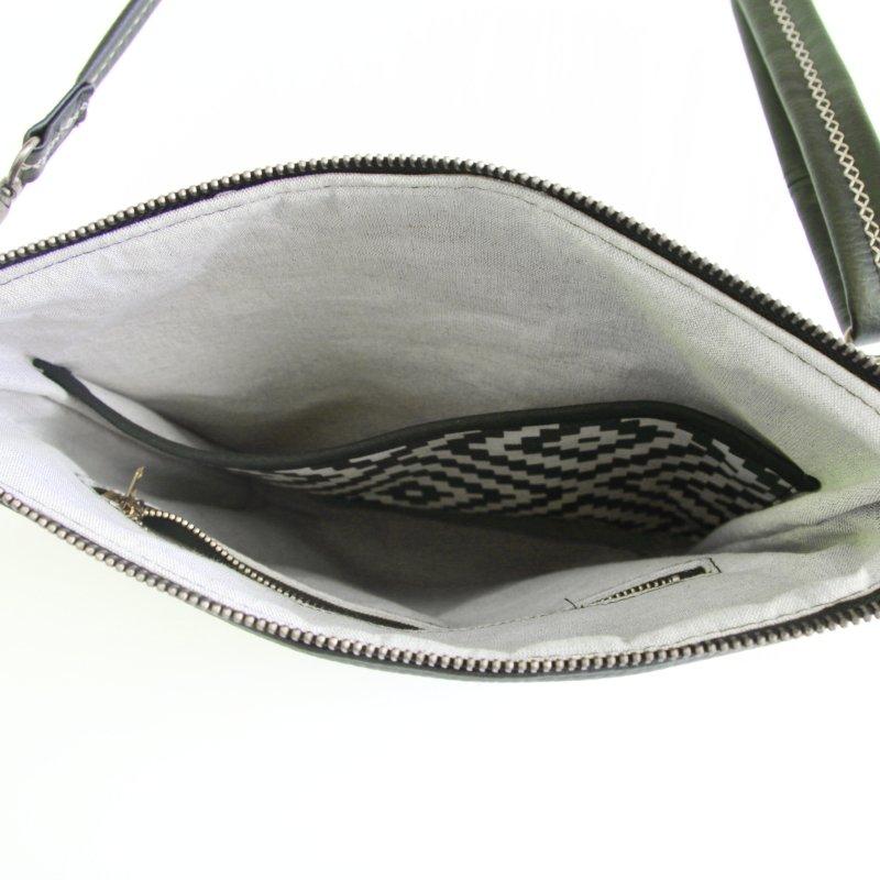 Ernestyne, le sac bandoulière transformable en sac à dos. Intérieur en lin beige.