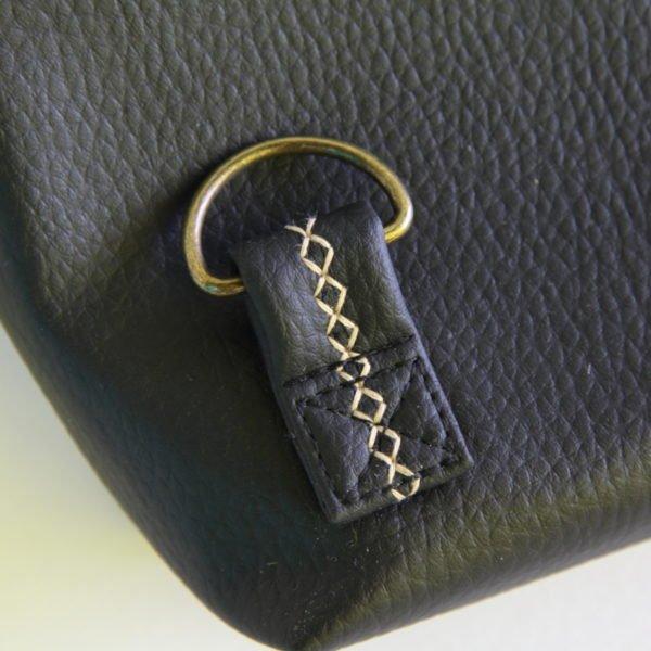 Ernestyne, le sac bandoulière transformable en sac à dos. Finitions soignées