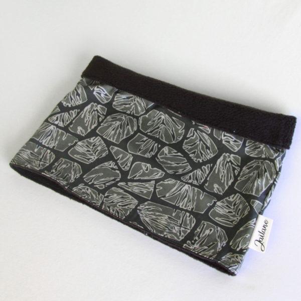 Snood Homme en polaire noire et tissu imprimé feuilles camouflage