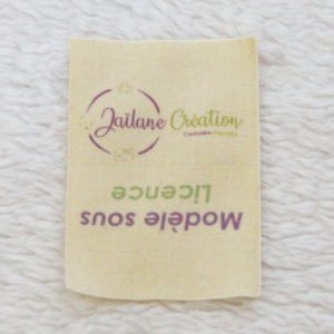 Étiquette licence à coudre pliée en 2