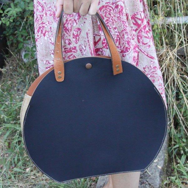 Sac Upcycling de forme ronde en simili cuir noir et marron et toile de jute