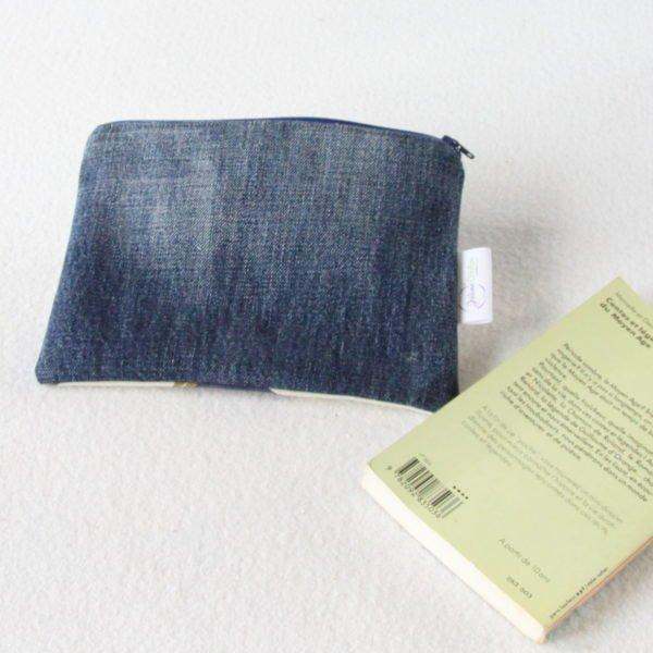 Trousse upcycling zippée en jeans et recyclage de nappe.