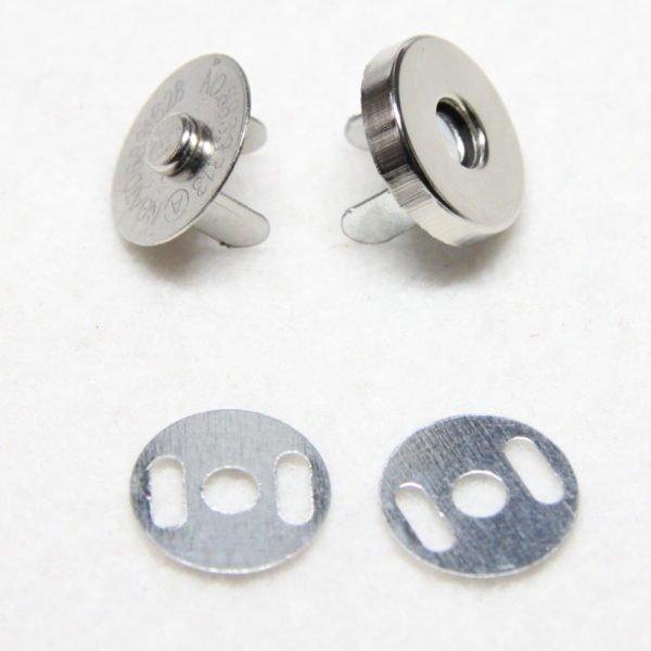 Pression aimantée de métal de couleur argent 18 mm