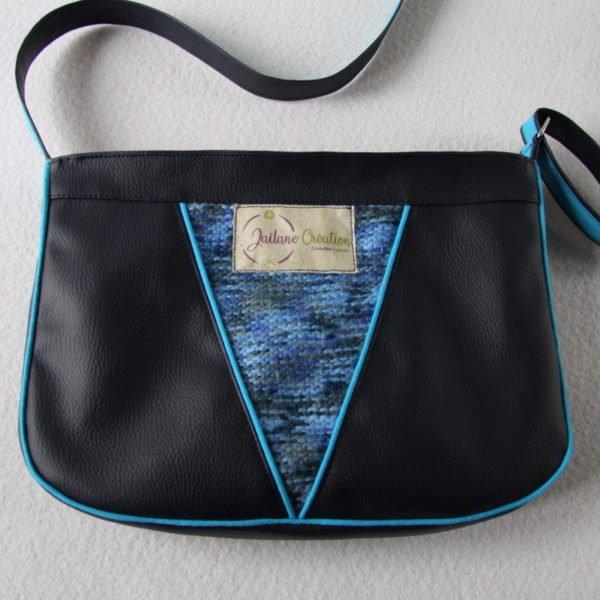 Sac à main Vitamyne, bandoulière forme besace, en simili cuir bleu marine et recyclage d'un pull bleu chiné.