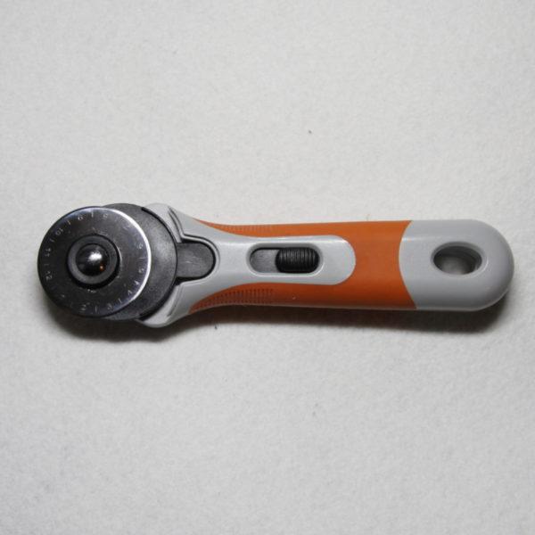 Cutter circulaire avec lame de 45 mm de diamètre, coupe facilité de plusieurs épaisseurs