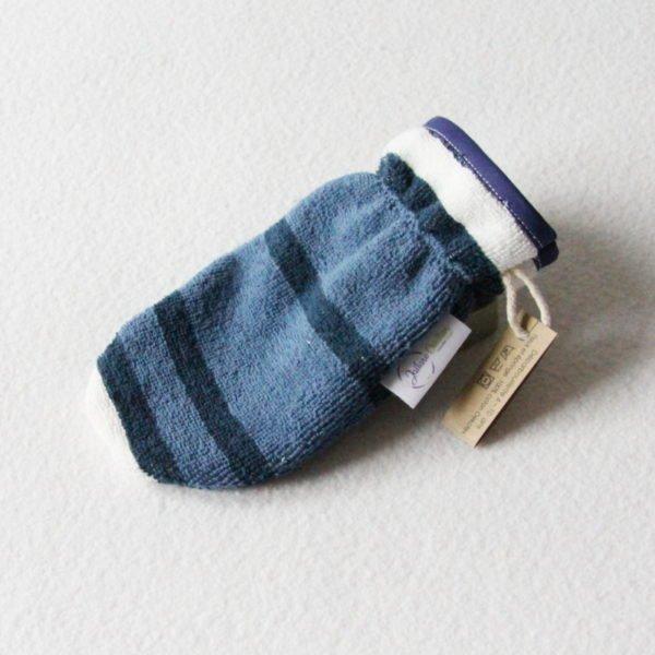 Débarbouillette ou gant de toilette enfant élastiqué 6 à 10 ans de couleur bleu rayé avec un biais bleu marine