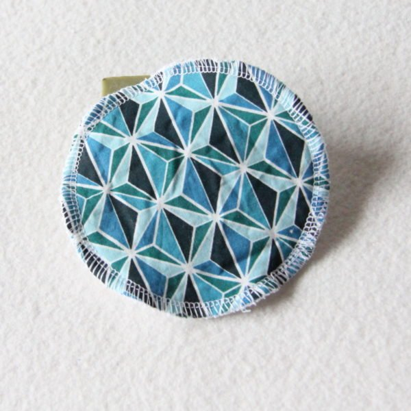 Disque à démaquiller grand rond, lingette zéro déchet tissu imprimé motifs géométriques bleus & éponge blanche