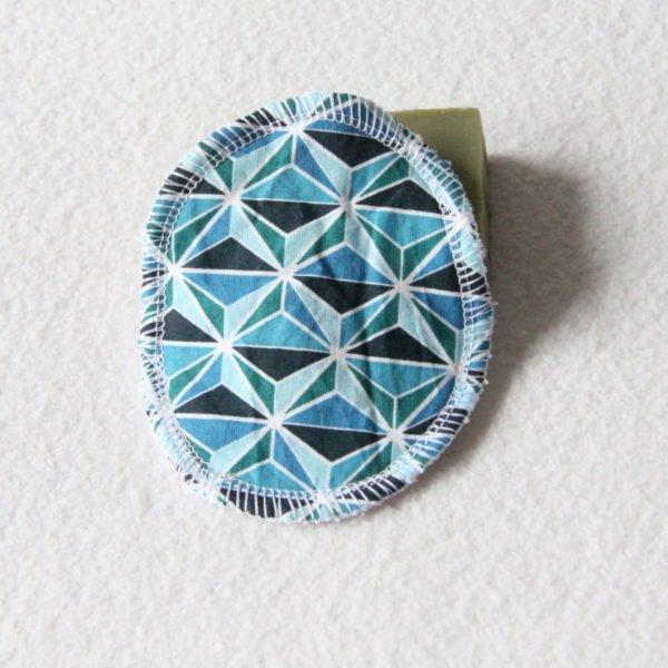 Disque à démaquiller ovale, lingette zéro déchet tissu imprimé géométrique bleus & éponge blanche