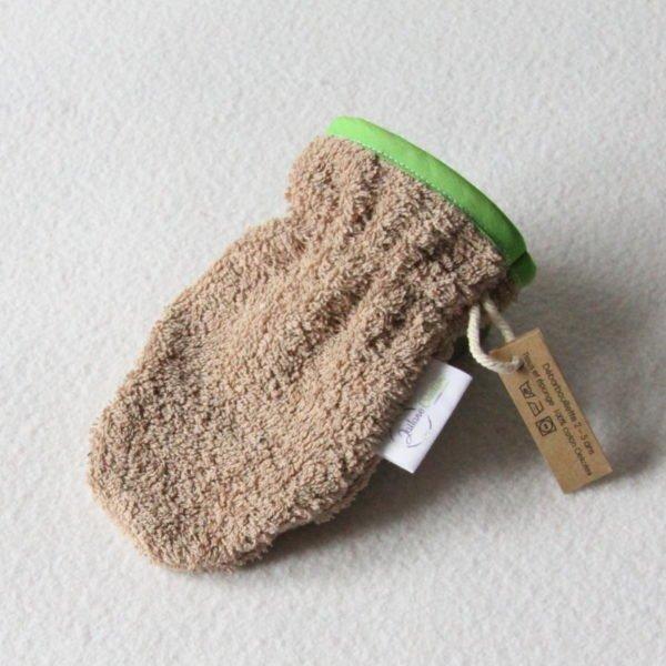 Débarbouillette ou gant de toilette enfant élastiqué 2 à 5 ans de couleur beige avec un biais vert