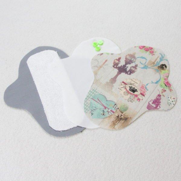 Kit prêt à coudre pour protection féminine, serviette hygiénique flux léger coloris ivoire avec motifs Paris