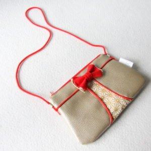 Pochette à nœud dorée et rouge