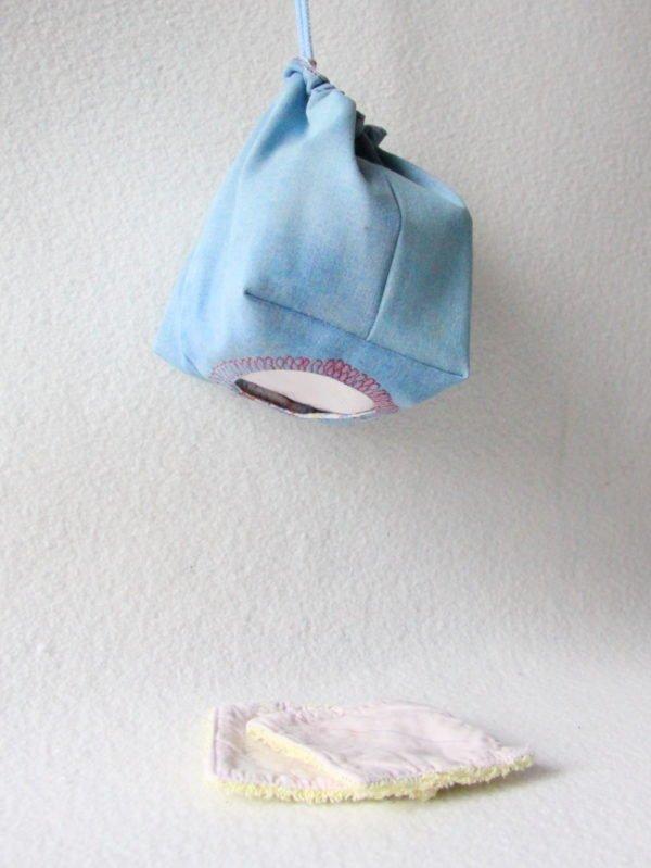 Distributeur rectangulaire de lingettes zéro déchet en jeans réversible à suspendre